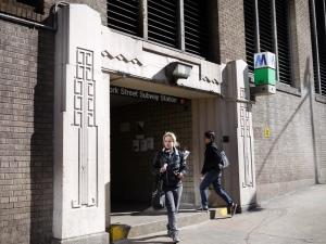 York Street 入口